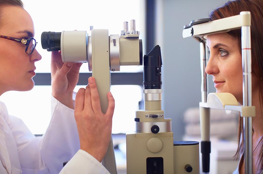 Проверка зрения с помощью ретиральной камеры